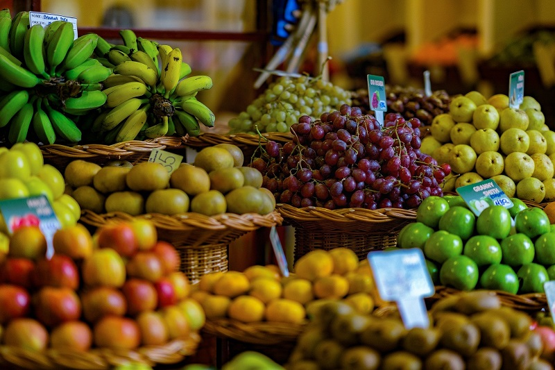 Ways to Help Elderly Neighbors Produce in a Grocery Store