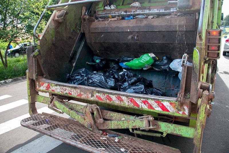 Tip Public Service People Garbage Truck
