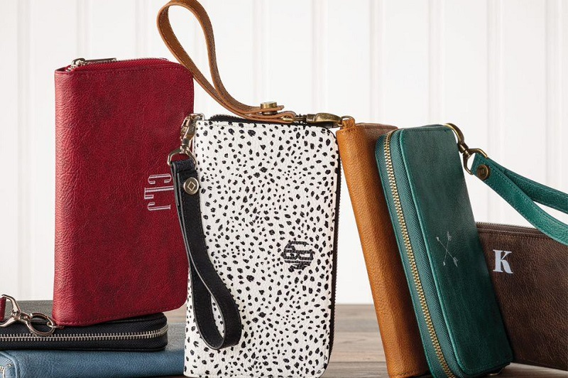 Thirty-One Gifts for Good Clutches Lined Up